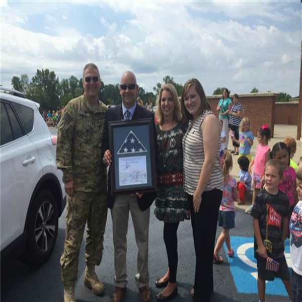 North Hart Elementary Welcomes Home Soldier